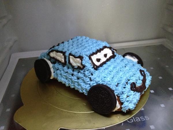 萌妈咪做的可爱的小汽车生日蛋糕儿的做法