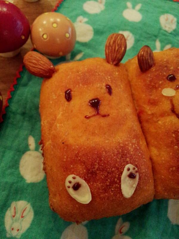 欢乐动物园——胡萝卜全麦面团肉松馅儿面包的做法