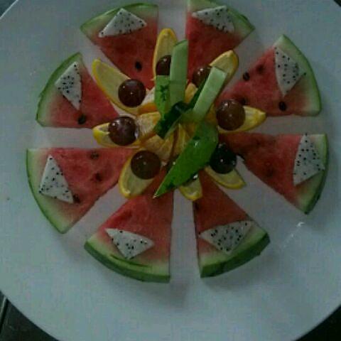 水果拼盘(火龙果)图片