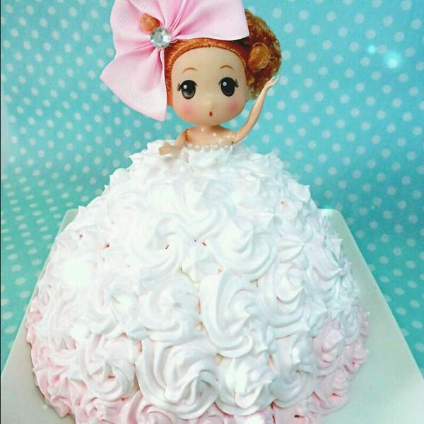 专属你的芭比娃娃蛋糕