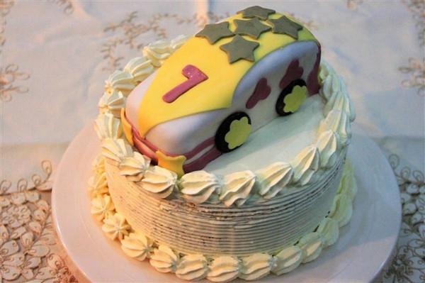虫虫蝶蝶的可爱的小汽车生日蛋糕儿做法的学习成果照_豆果美食