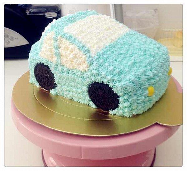 lili爱烘焙做的可爱的小汽车生日蛋糕儿的做法