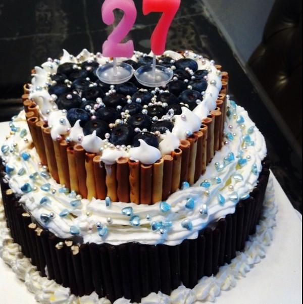 此女子/做的【装饰蛋糕】双层生日蛋糕的做法