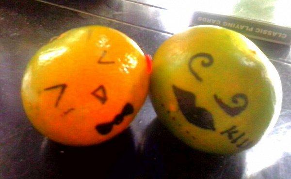 自制万圣节南瓜气氛橘子灯的做法