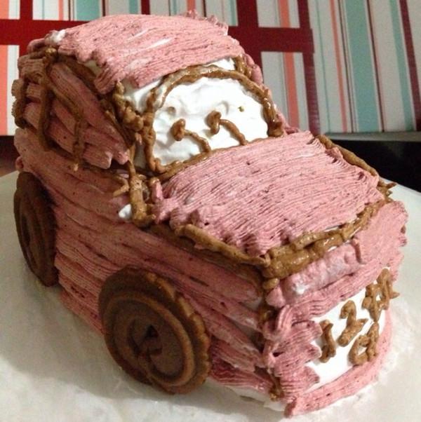 张小蓓做的可爱的小汽车生日蛋糕儿的做法