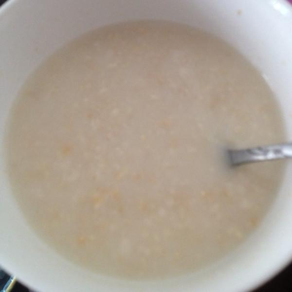 燕麦片牛奶的做法_宿舍煮牛奶燕麦片的做法