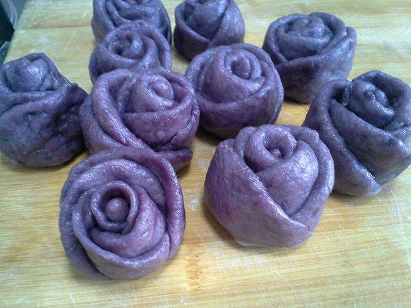 燕长今做的紫薯玫瑰花卷的做法