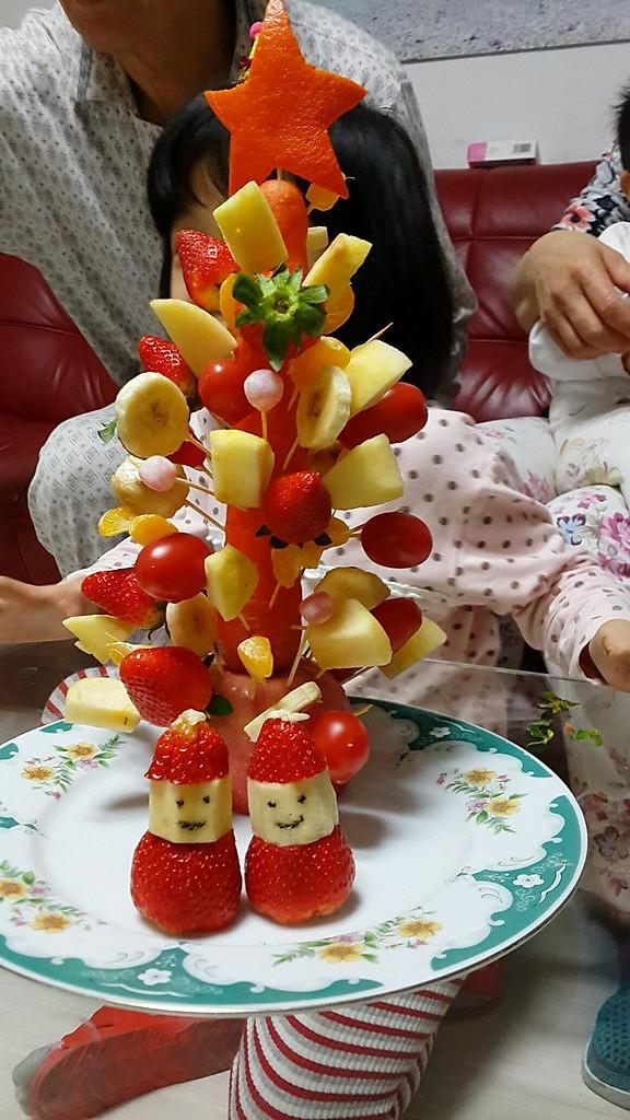 蛇鼠一窝乐做的水果圣诞树的做法_豆果网