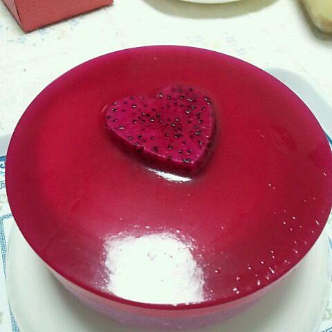 红肉火龙果慕斯蛋糕图片