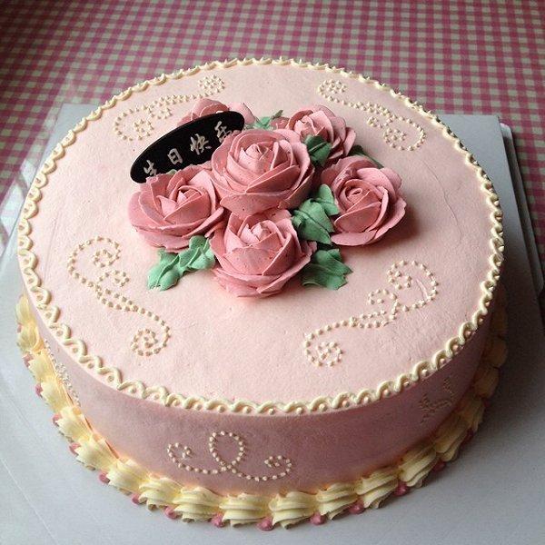 菲菲爱厨房做的玫瑰花生日蛋糕#长帝烘焙节#的做法