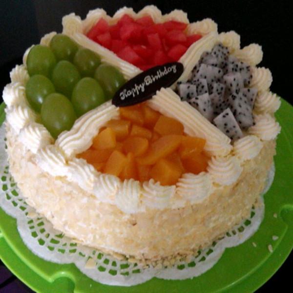 路路公主做的水果生日蛋糕的做法