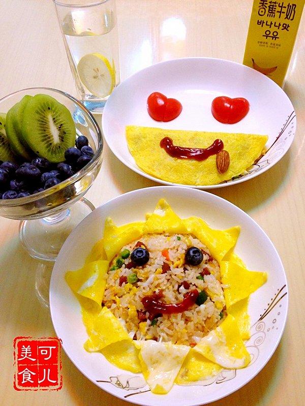 简单的蛋包饭,穿上金黄色的蛋衣,装饰成可爱的笑脸,希望一周的心情都