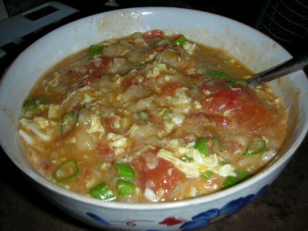 骷髅蝶做的西红柿疙瘩汤的做法