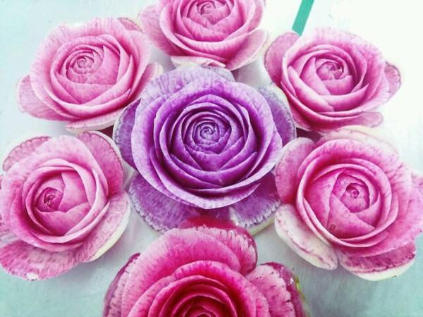 用苹果雕刻玫瑰花
