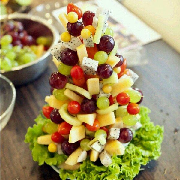 641228做的水果圣诞树的做法