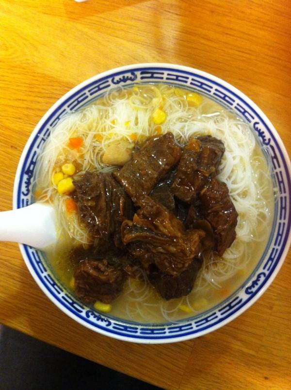 留学党的便当盒做的牛腩面线木有吃饺子的做法