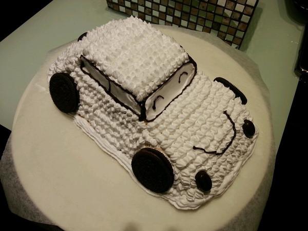 粟枚做的可爱的小汽车生日蛋糕儿的做法