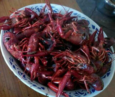 蒜香小龙虾:大碗喝酒,大盘吃虾