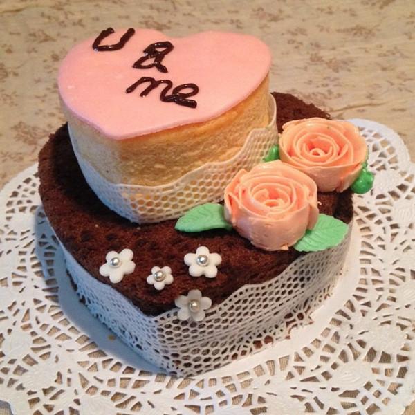 结婚纪念日 为老公做的爱心蛋糕 一个可可戚风 一个原味戚风图片