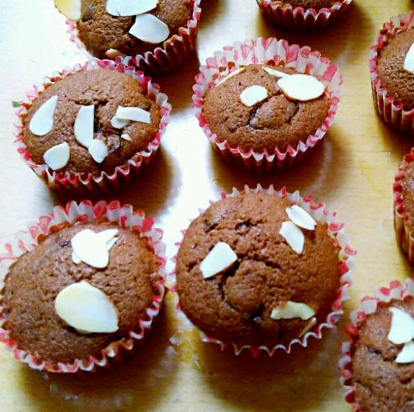 嘉莹宝宝的巧克力马芬杯(杯子蛋糕)做法的学习成果照