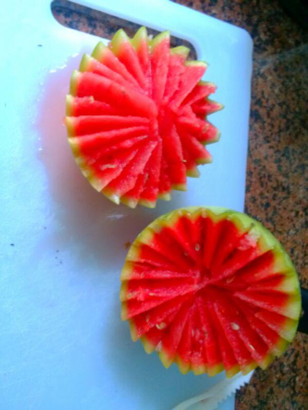 scretwoman做的西瓜的五种切法的做法