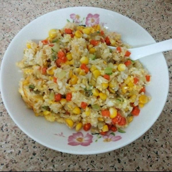 宝宝食谱:黄瓜鸡蛋炒饭~的做法