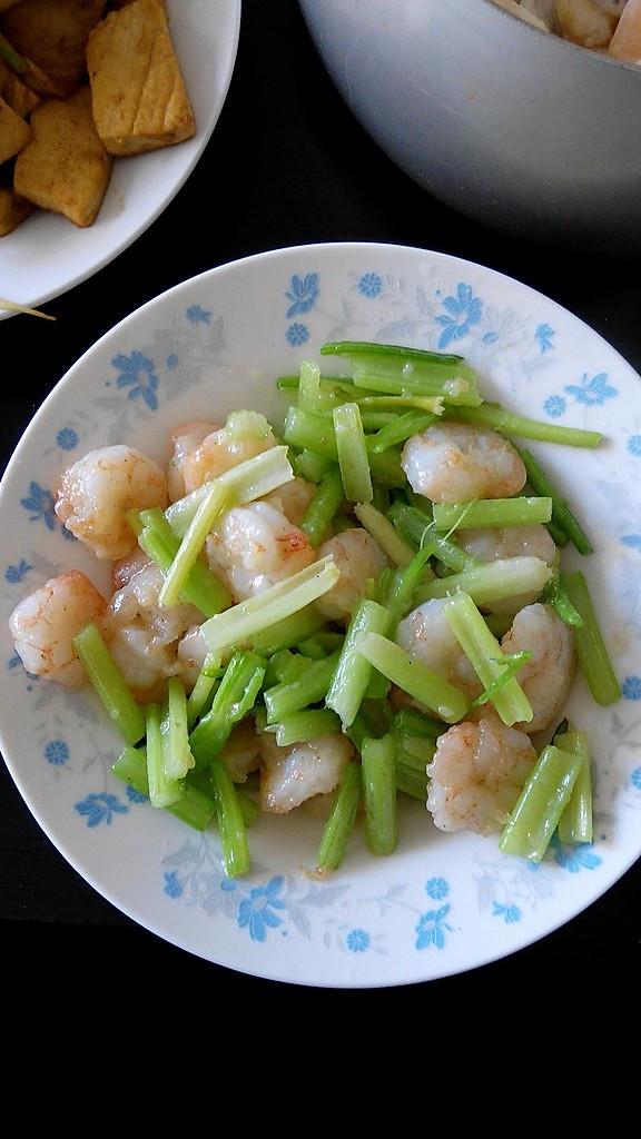 乐毛毛做的芹菜炒虾仁的做法