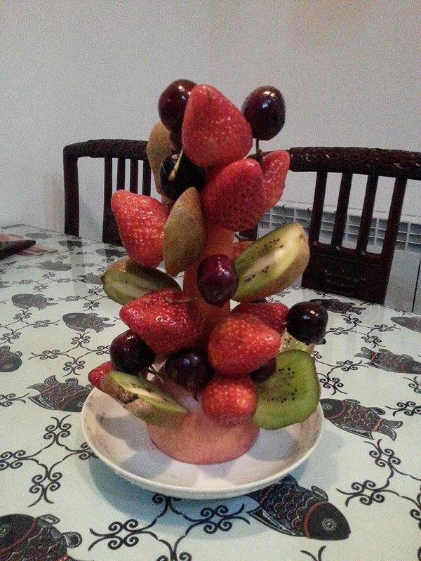六月的清晨做的水果圣诞树的做法