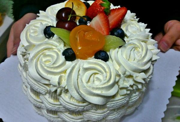 给朋友做的生日蛋糕,动物奶油就是好吃!