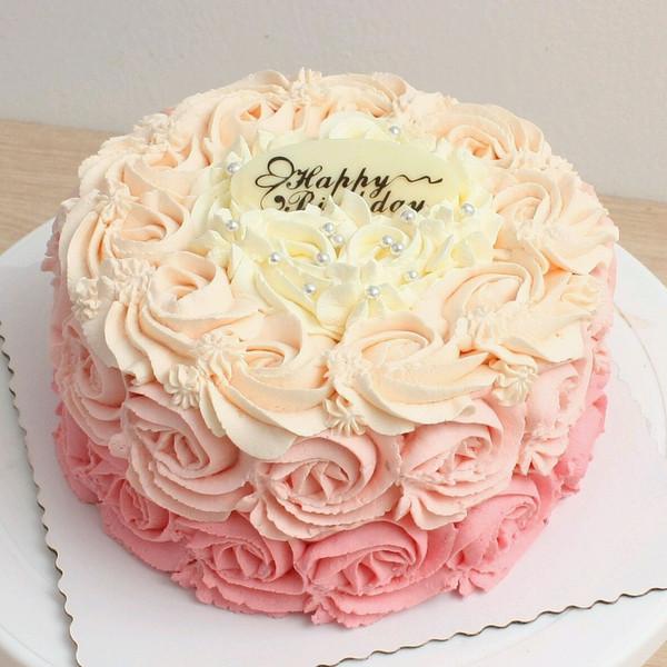 渐变花朵淡奶油蛋糕