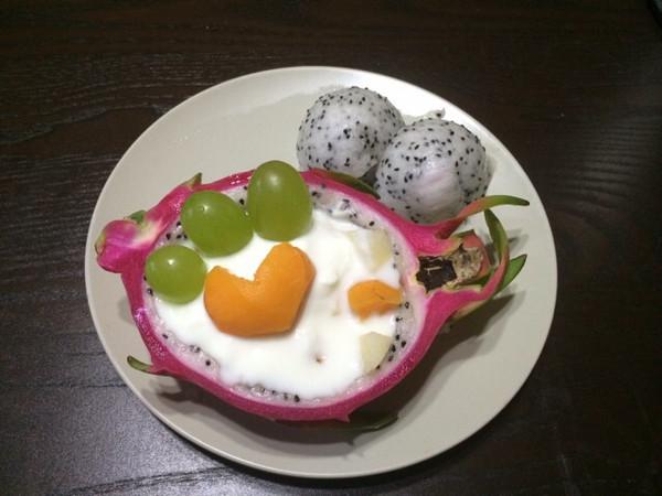 joyfirst做的创意火龙果酸奶沙拉船图片